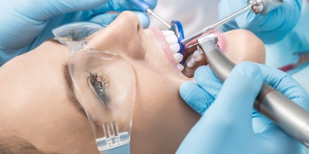 Trouver un cabinet dentaire dans le quartier de la Défense
